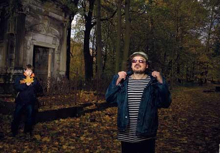 Ссыном Петей наСмоленском кладбище, где снимались эпизоды из«Брата»